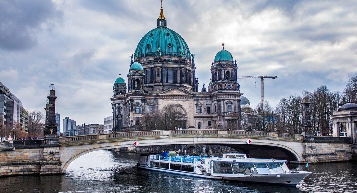 berlin-3051937_1280-min