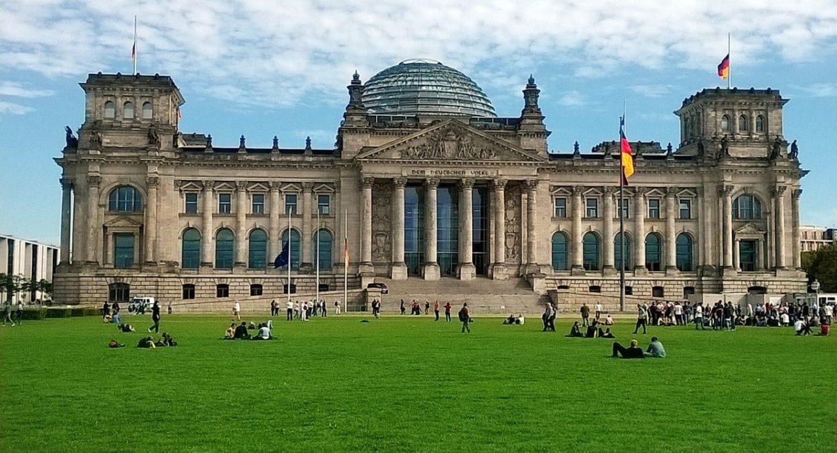 berlin-979715_1280-min