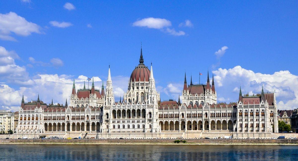 budapest-3623477_1280-min