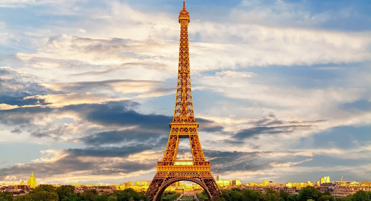 eiffel-tower-3349075_1280-min
