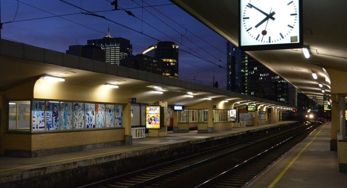 train-1103237_1280-min