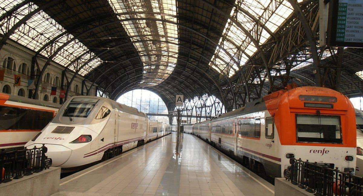 trains-525321_1280-min