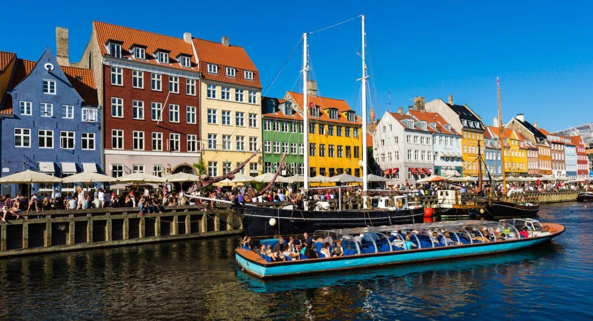 Nyhavn canal in Copenhagen-min